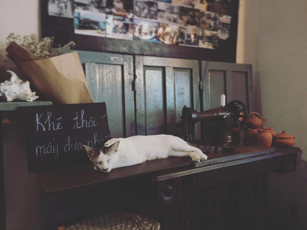 Tiệm cafe bao cấp Đà Nẵng