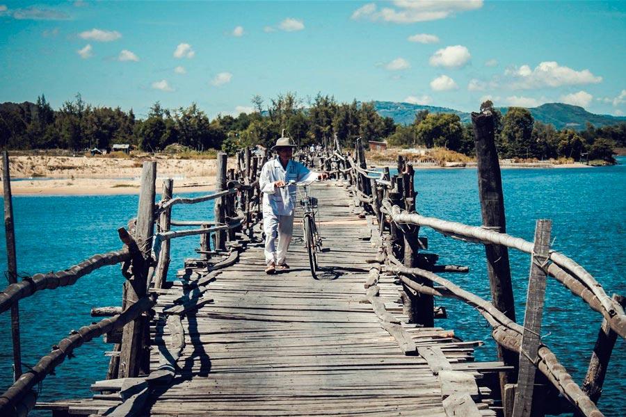 Vẻ đẹp nên thơ của cây cầu gỗ Ông Cọp