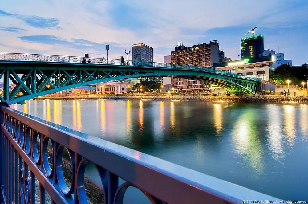 Cầu Mống nhìn từ một phía
