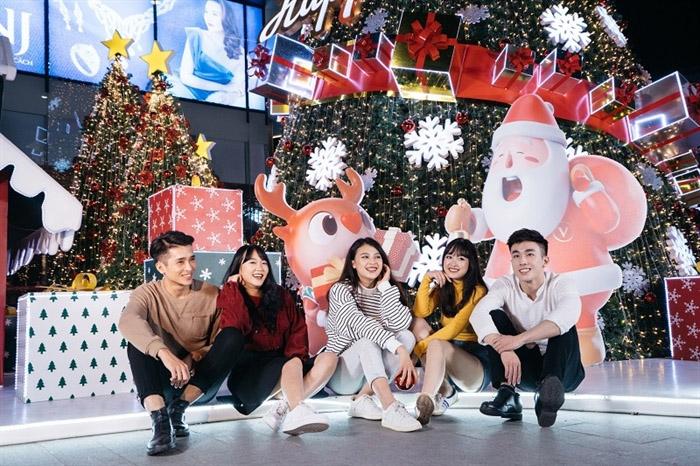 Đi chơi Noel tại Hà Nội - Vincom Nguyễn Chí Thanh
