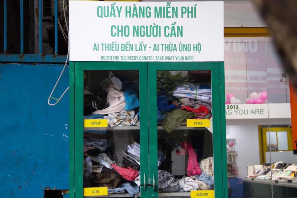 Các điểm nhận quần áo cũ mùa đông đều được đặt ở những khu gần bệnh viện, khu đông dân cư và khu có nhiều người lao động.