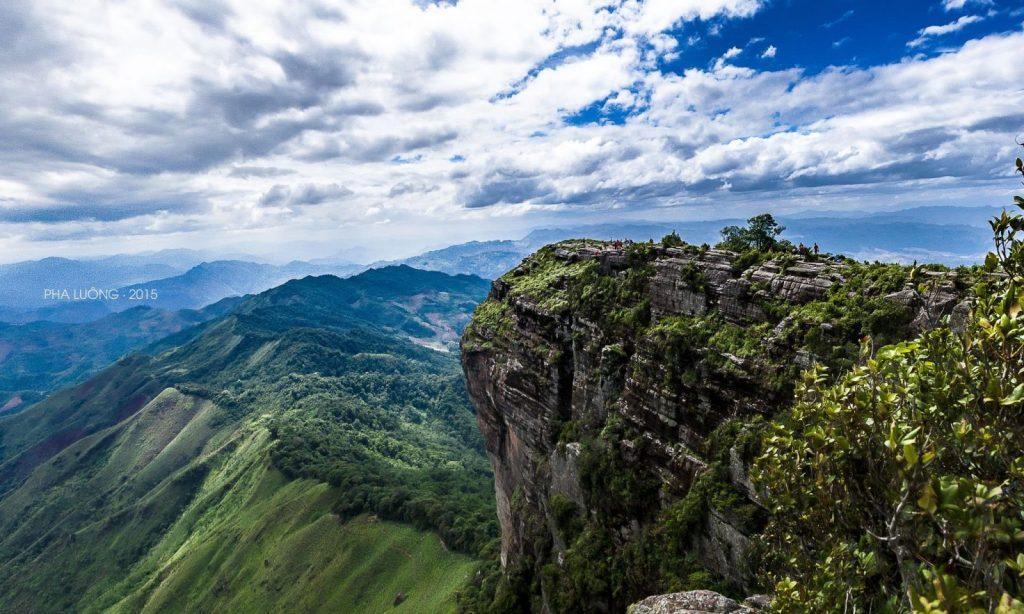 Trên đỉnh Pha Luông thoáng, không có rừng núi rậm rạp nên chắc chắn là điểm săn mây lý tưởng.