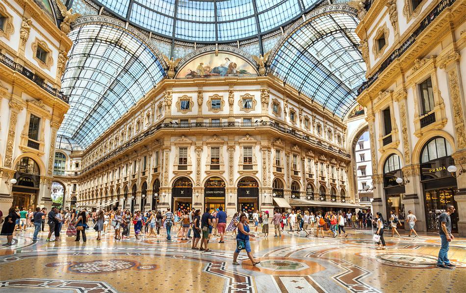 Mái vòm ở một khu trung tâm mua sắm nổi tiếng ở Ý