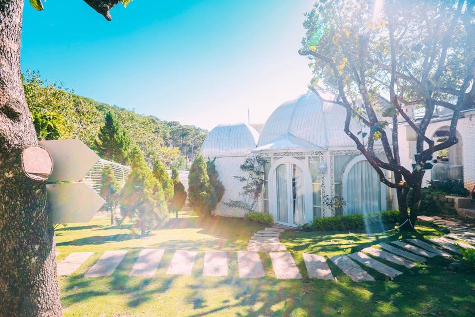 La Vie En Rose Villa hiện ra như một tòa lâu đài cổ tích