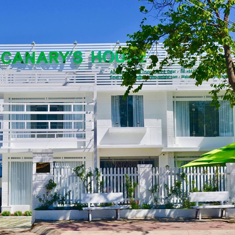 Canary's house có một màu xanh lá huyền thoại