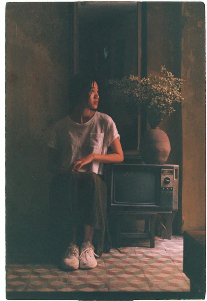 XOAN không hiện đại mà cổ kính, không ồn ào, đông đúc mà nhẹ nhàng, bình lặng như tâm trạng người con gái đến ngày ẩm ương.