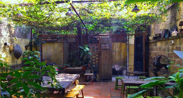 Cổng vào Xoan Café