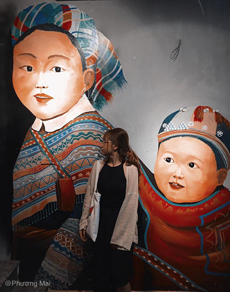 Bức tường 2 mẹ con người dân tộc đấy ấn tượng