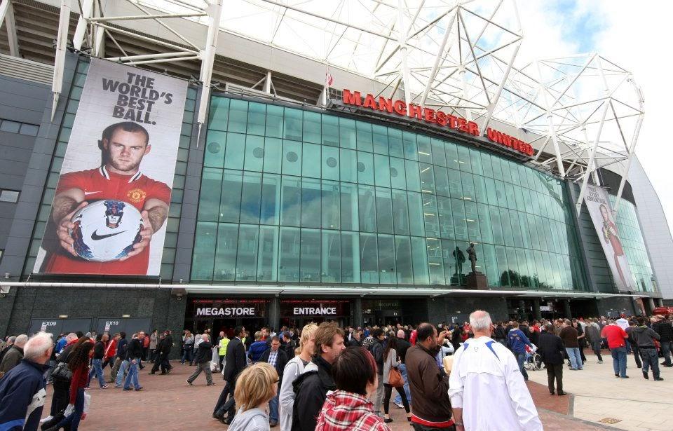 Sân Old Trafford đông nghẹt cổ động viên