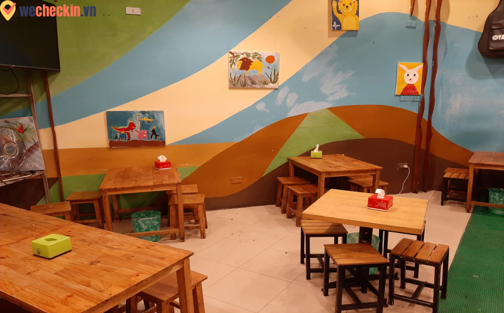 """Không gian quán như một bức vẽ """"nguệch ngoạc"""" nhưng đầy sáng tạo của trẻ thơ"""
