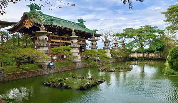 Cảnh vật xung quanh chùa