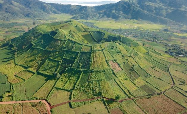 Toàn cảnh ngọn núi lửa Chư Đăng Ya
