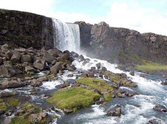Dòng thác chảy xiết vào mùa mưa