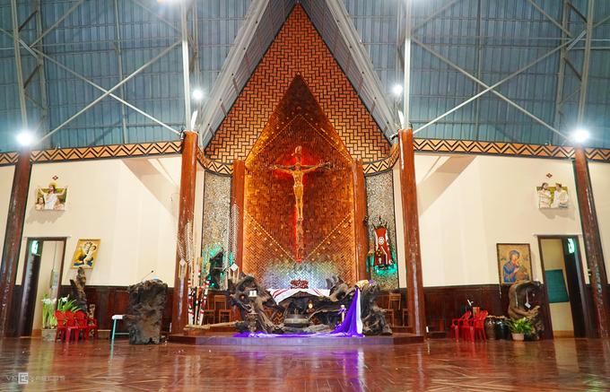 Bên trong của nhà thờ