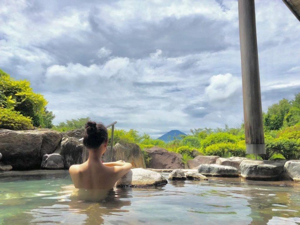 Xua tan mệt mỏi khi tắm suối nước nóng