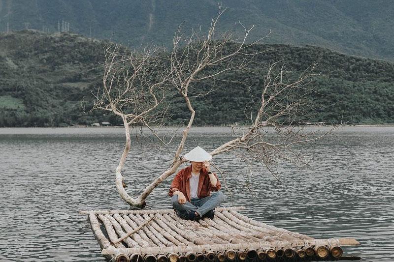 Cây cô đơn dọc Việt Nam - cây cô đơn Huế