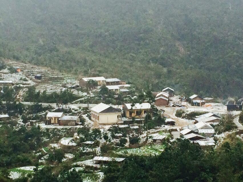 Băng tuyết phủ kín các bản làng