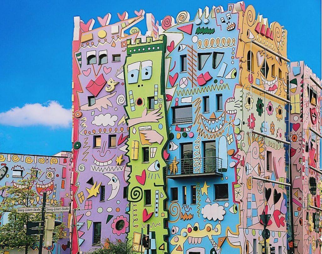 Những tòa nhà ngộ nghĩnh khiến bạn quên sầu