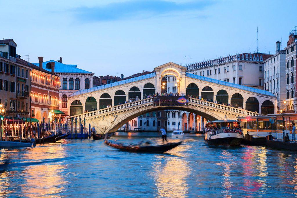 Cầu Rialto lúc chiều tà vô cùng lãng mạn