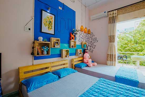 Phòng hai giường tràn ngập ánh nắng