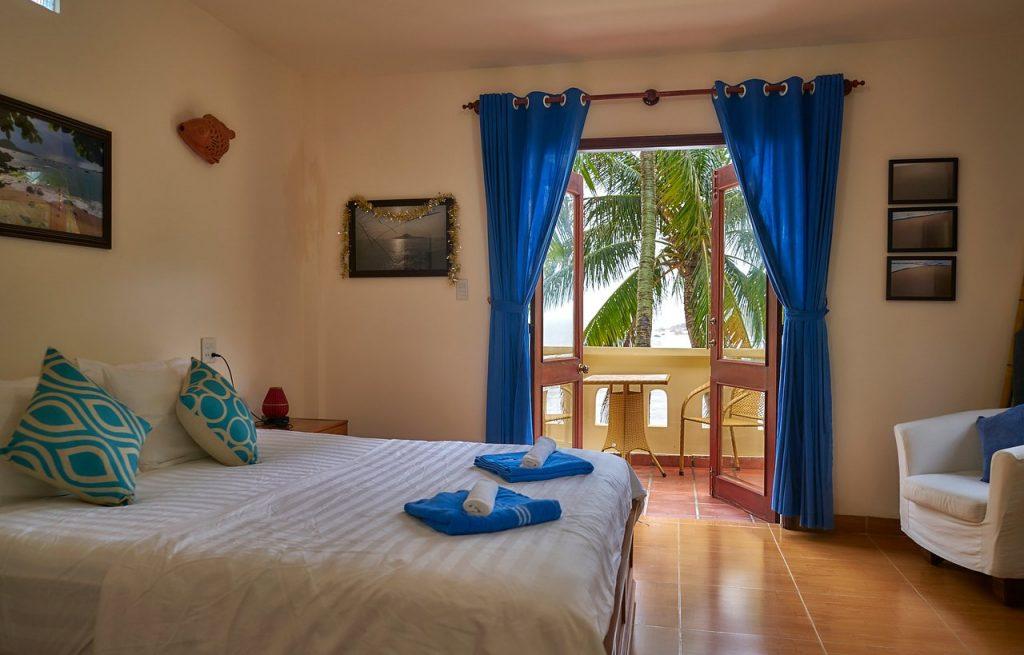 Phòng ngủ view biển không thua gì khách sạn của Haven Homestay
