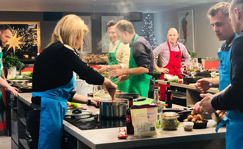 Định nghĩa của một ngày lễ giáng sinh trọn vẹn là cùng nhau nấu ăn và thưởng thức