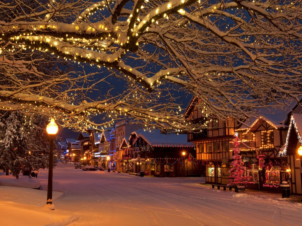 Cùng nhau dạo chơi và ngắm nhìn những ánh đèn hòa với những bông tuyết rơi