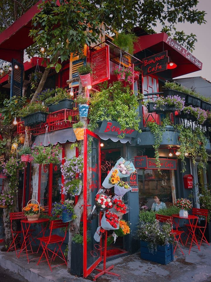 Không gian bên ngoài của Bonjour Cafe The Art