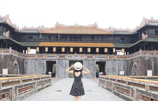 Cổng Ngọ Môn cửa chính của Hoàng thành