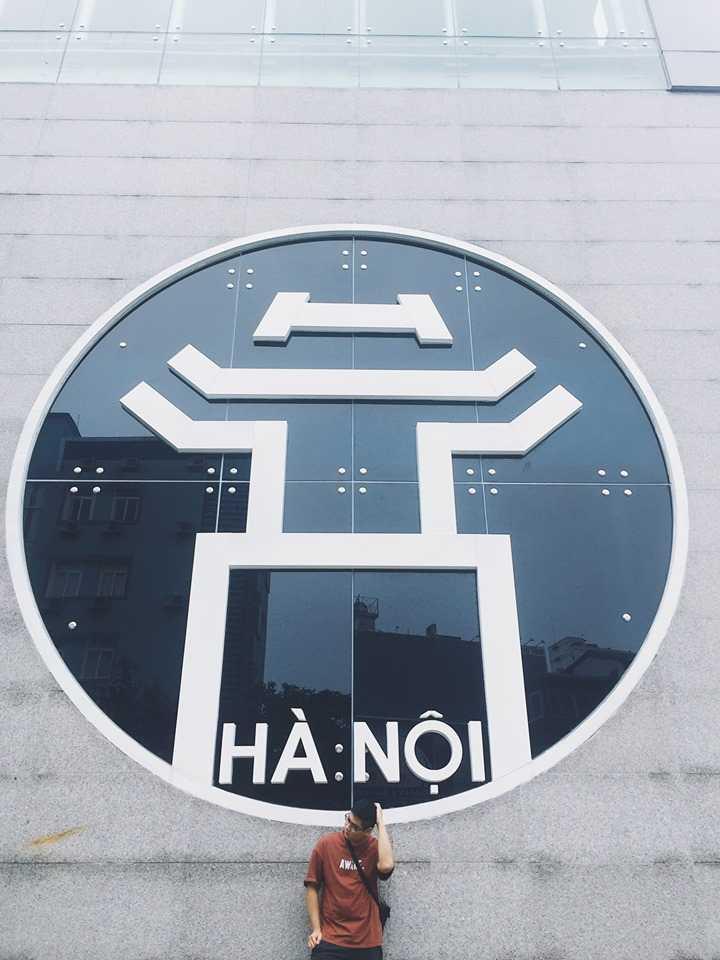 Chụp ảnh hot nhất dịp Tết - Bức tường biểu tượng Hà Nội