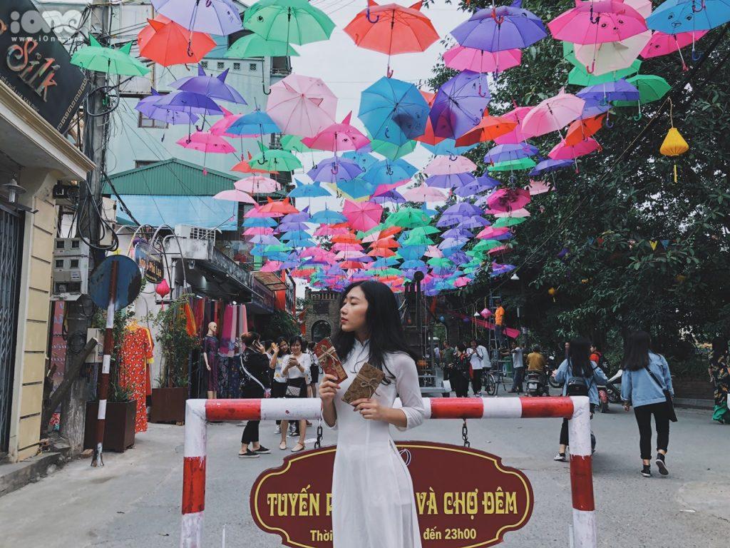 Chụp ảnh hot nhất dịp Tết- Con đường ô ở Làng lụa Vạn Phúc