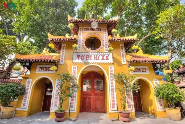 Cổng tam quan chùa Quán Sứ
