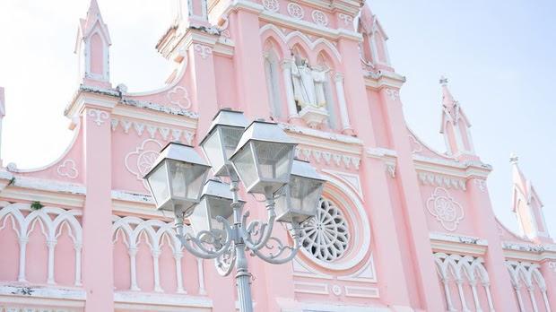 Nhà thờ con gà cũng là địa điểm anh chàng hot boy youtuber Seungjun lựa chọn để check in đấy.