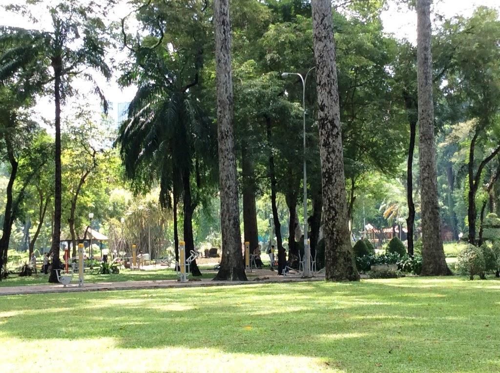 Công viên Tao Đàn phảng phất màu ma quái của bóng ma chàng trai.