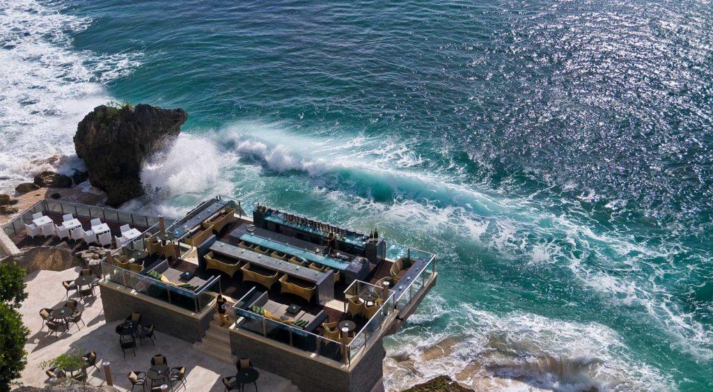 Ghé thăm Bali ở vịnh Jimbaran để thưởng thức những món hải sản tươi ngon nhé!