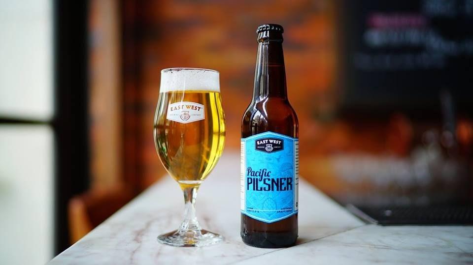 Bia thủ công Barret: Dòng bia Pacific Pilsner: sự hòa quyện hoàn hảo của hai loại lúa mạch Bohemia và hoa bia New Zealand; thêm vào đó là hương hoa hồng và chanh ngọt.