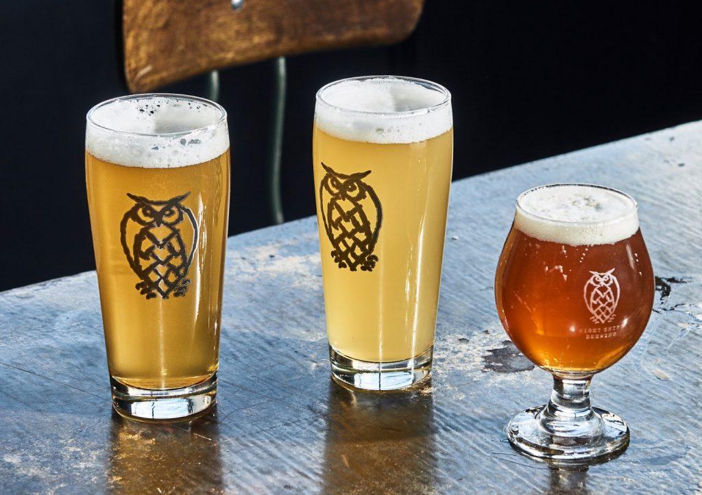 Bia thủ công dòng Plantinum: Keller Unfiltered Pale Ale: hương vị dịu nhẹ sảng khoái, đậm hương cam quýt và gỗ thông tươi mới. Dư vị nhiệt đới ngọt ngào nơi cổ họng.