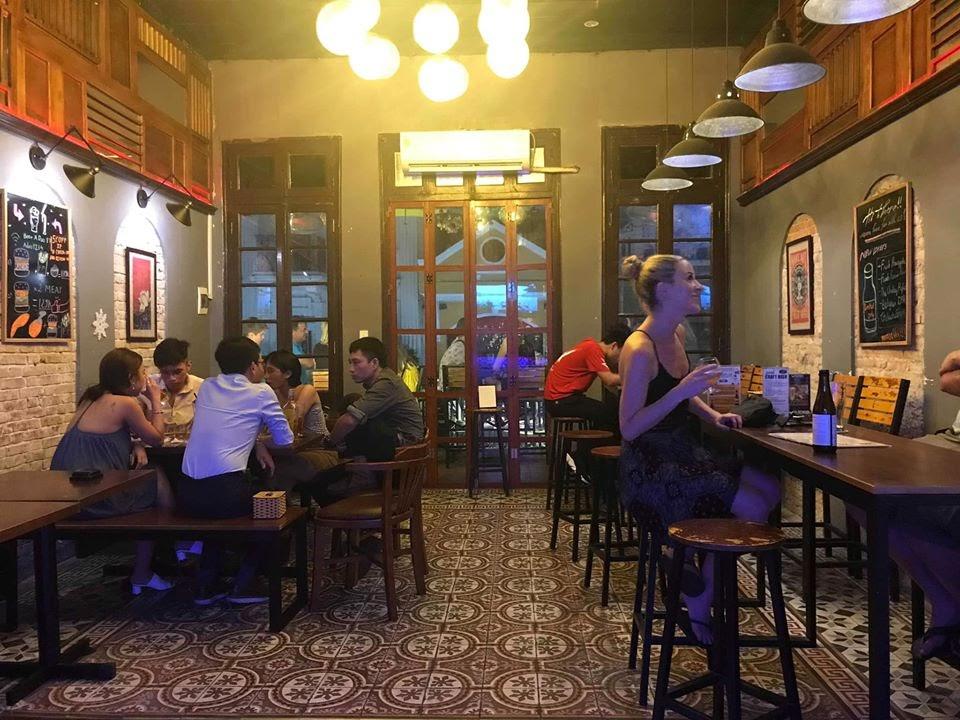 Bia Ả Đào là địa điểm lý tưởng cho những cuộc vui bất tận cùng bạn bè