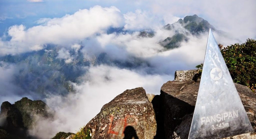 Phan-xi-păng là nóc nhà của Đông Dương và là biểu tượng du lịch của Việt Nam
