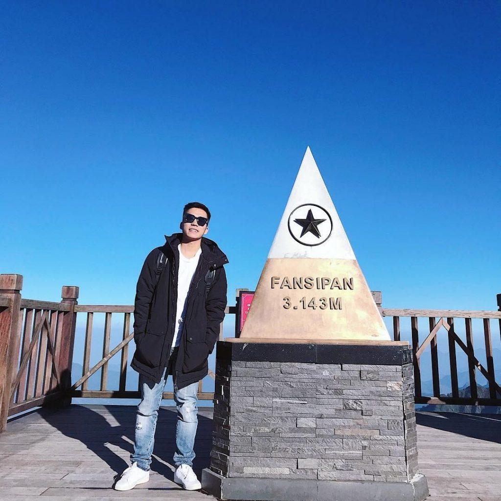 Rất nhiều người đã checkin thành công với đỉnh núi cao nhất Việt Nam