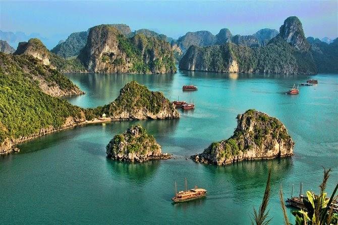Vịnh Hạ Long là biểu tượng du lịch Việt Nam