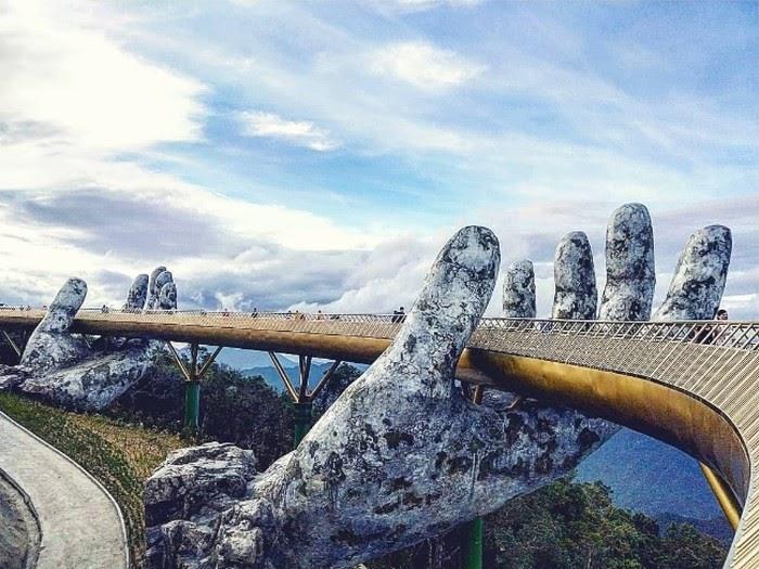 Cầu tay Phật- Đà Nẵng, là biểu tượng du lịch Việt Nam