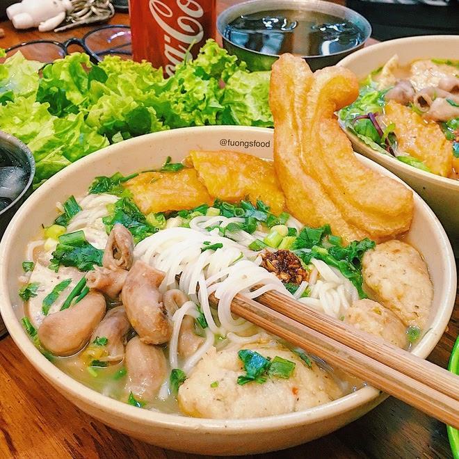 Một bát bún lòng cá cay ngon để lại dư vị ẩm thực Hà Nội nơi đầu lưỡi nhất định phải ăn một lần trong đời. Ảnh: @fuongsfood