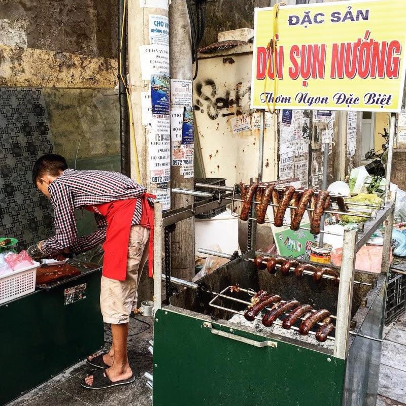 Quán dồi sụn nướng nức tiếng ở ngõ chợ Thanh Hà