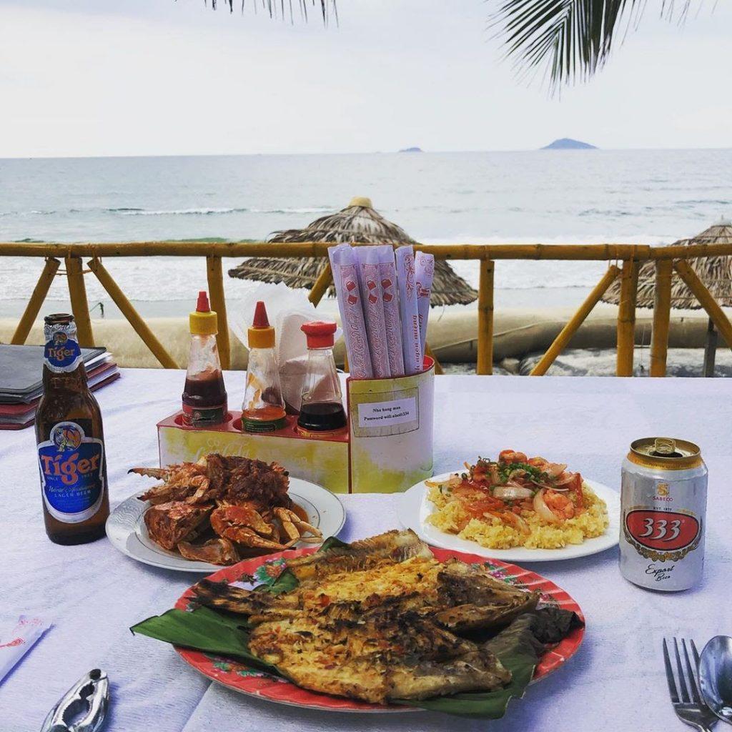 Biển Cửa Đại còn có những khu resort sang chảnh thân thiện với môi trường tất cả tạo nên cho bạn một thiên đường nghỉ dưỡng.