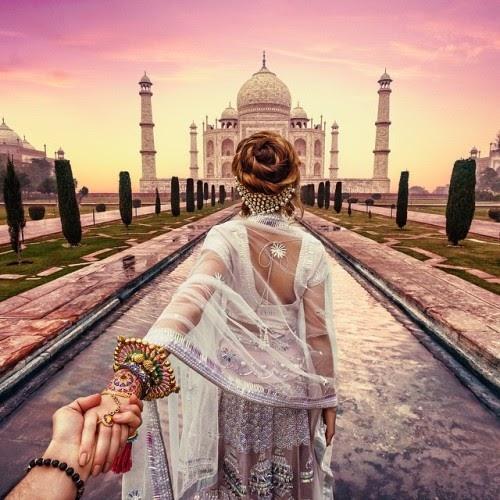 """Bộ ảnh """"Nắm tay em đi khắp thế gian"""" của nhiếp ảnh gia Murad Osmann và bạn gái anh"""