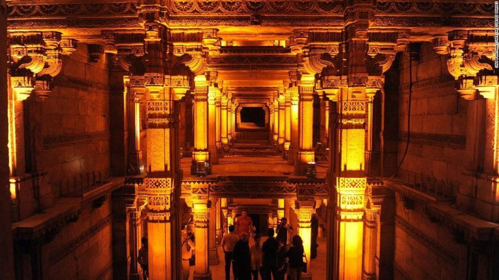 Công trình giếng Adalaj Wav mang tính biểu tượng cho văn minh Ấn Độ cổ đại đã có lịch sử nghìn năm