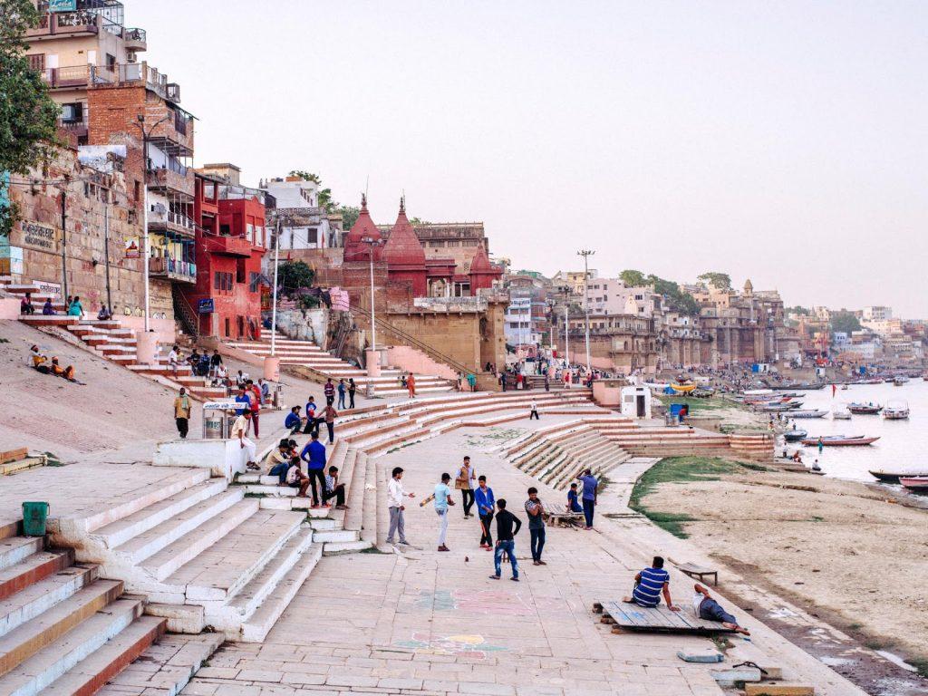 Đời sống của người dân thành phố Varanasi gắn liền với sông Hằng