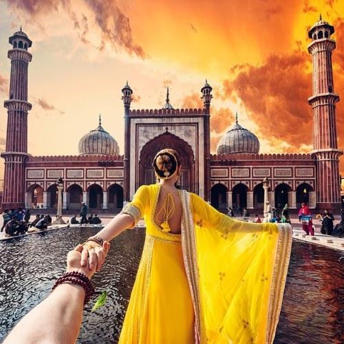 Nhà thờ Hồi giáo lớn nhất Ấn Độ Jama Masjid với một khu chợ bên cạnh New Delhi