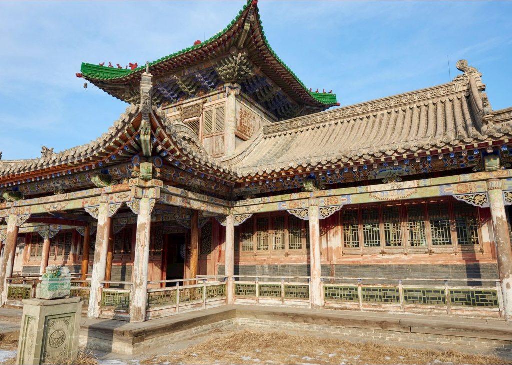 Hệ thống cung điện nguy nga tráng lệ của cung điện mùa đông, cung điện của vị Đại Hãn Mông Cổ cuối cùng. Chắc chắn du khách sẽ có những pose ảnh đẹp khi check in tại đây.